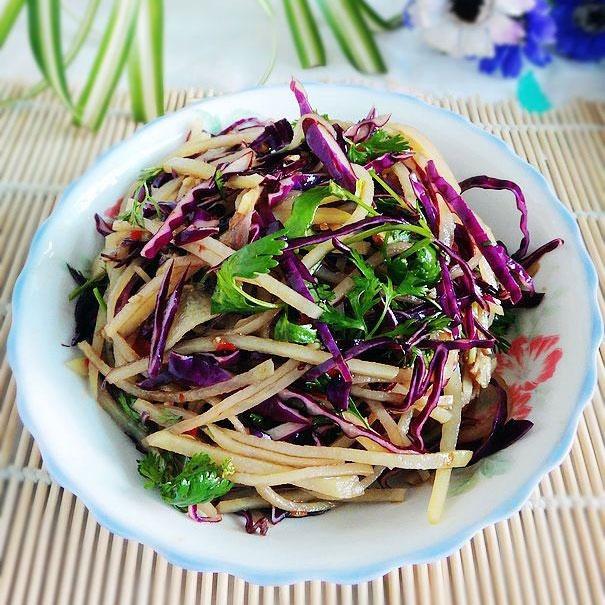 紫包菜拌土豆丝