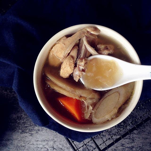 牛蒡雪耳煲鸡汤