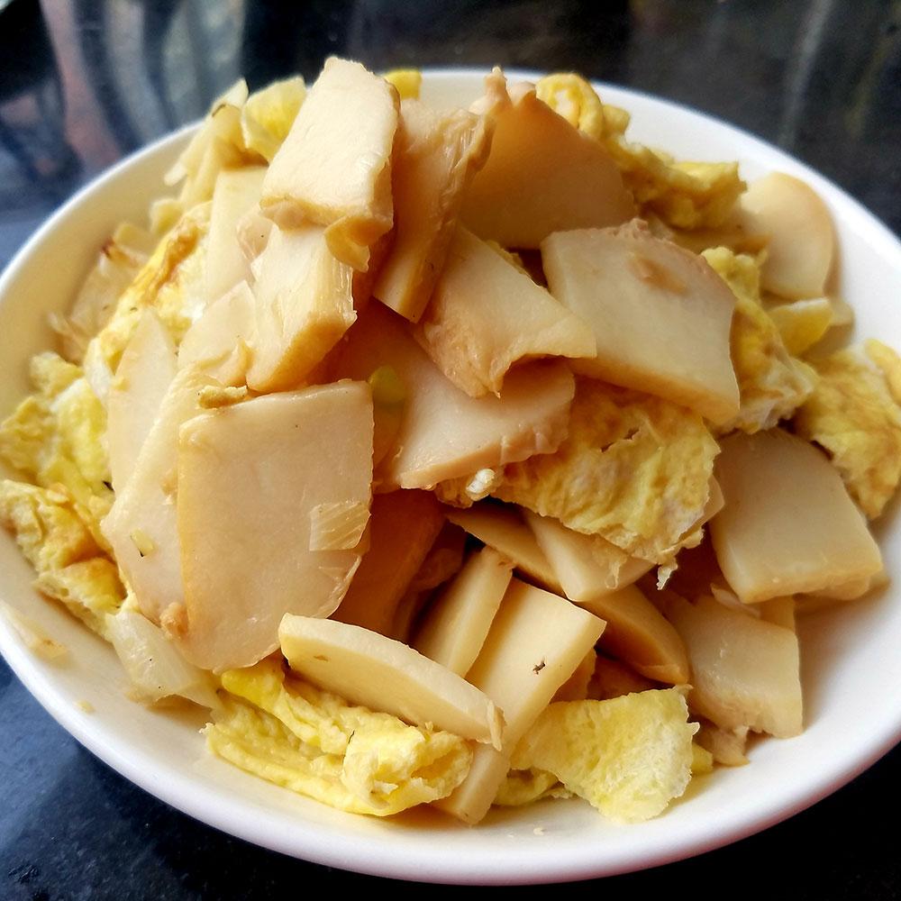 鹌鹑蛋炒白灵菇
